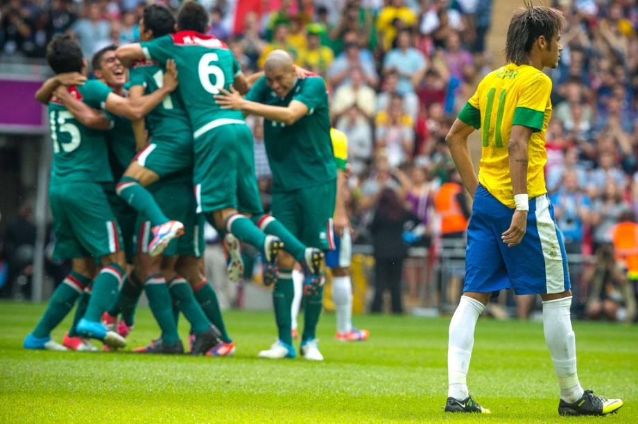 Os mexicanos comemoram a vitória na final olímpica, contra a Seleção Brasileira de Futebol