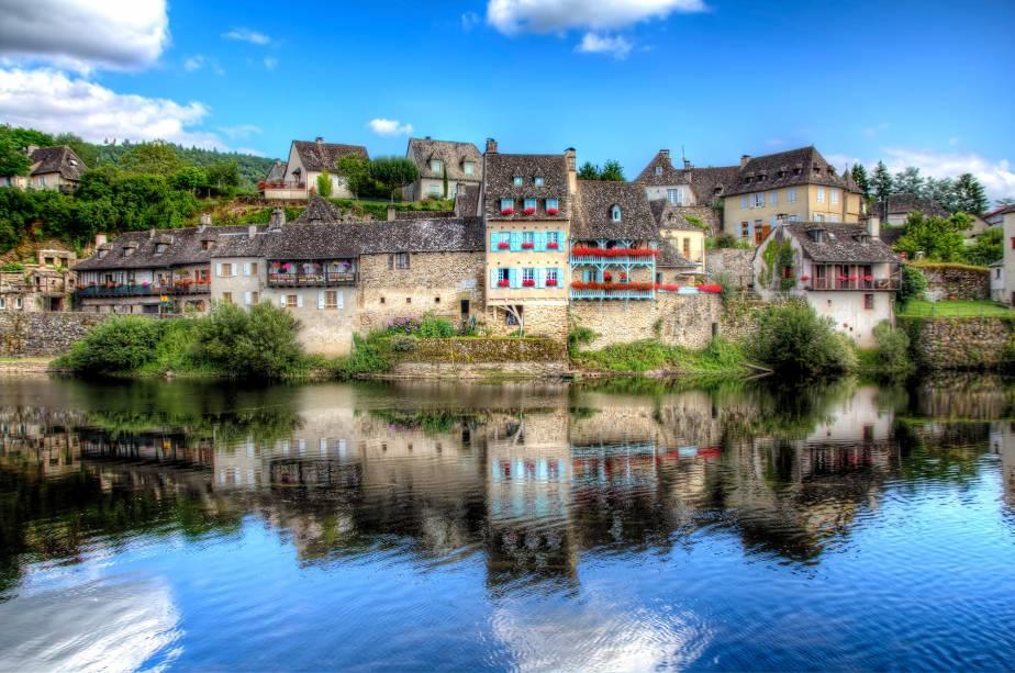 O rio Dordogne é quem dá o tom ao bucolismo de Argentat, na região de Jura, junto com as casinhas antigas e preservadas
