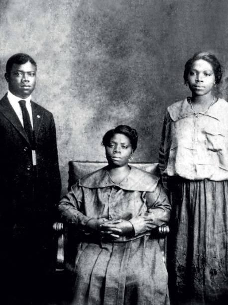 Armstrong, mãe e irmã