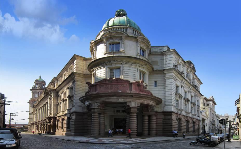 Após sua inauguração, em 1998, o Museu do Café se tornou uma das principais atrações de Santos, reunindo documentos, exposições e muitas variações do café brasileiro para prova