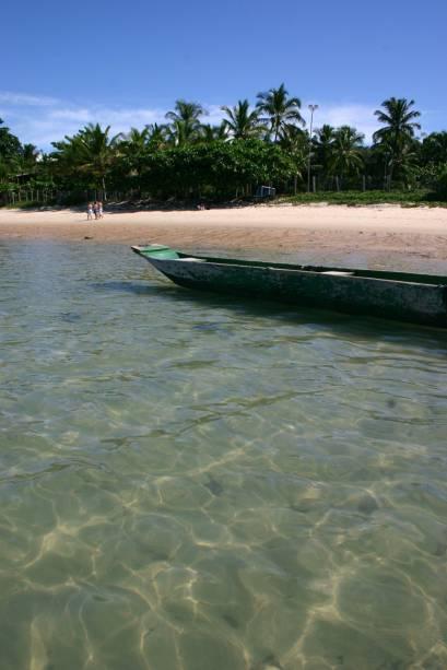 Praia mais próxima do centro, a Mucugê é também a mais estruturada, com barracas que espalham-se pela ampla faixa de areia. No mar, os recifes dão origem a pequenas piscinas naturais, é preciso cuidado para andar por eles