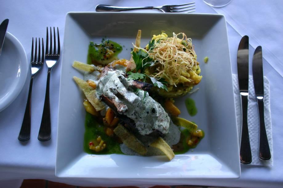 Costeleta de cordeiro servida no restaurante do Arraial dAjuda Eco Resort