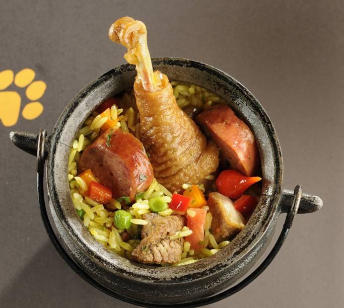 """<strong>Arroz-de-puta-rica </strong>É um prato encontrado nos restaurante de comida goiana, feito com carnes defumadas. De tão famoso veio para cardápios paulistanos também, como o <a href=""""https://bardadonaonca.com.br/"""" target=""""_blank"""" rel=""""noopener"""">Bar da Dona Onça</a> (foto), uma receita da chef Janaína Rueda"""