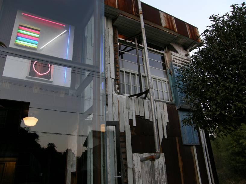 As casas, oficinas e templo ocupados estão espalhadas pelo povoado, é preciso caminhar por suas ruas para encontrar as intervenções do Projeto Casa de Arte na arquitetura tradicional japonesa