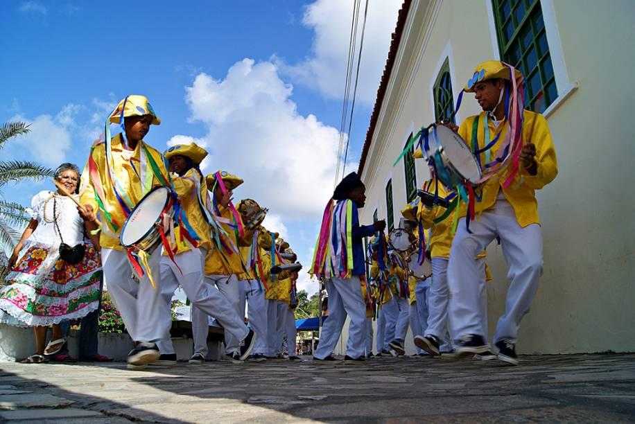 """Grupo folclórico Cacumbi, na cidade de <a href=""""http://viajeaqui.abril.com.br/cidades/br-se-laranjeiras"""" rel=""""Laranjeiras"""" target=""""_blank"""">Laranjeiras</a>, em <a href=""""http://viajeaqui.abril.com.br/estados/br-sergipe"""" rel=""""Sergipe"""" target=""""_blank"""">Sergipe</a>"""
