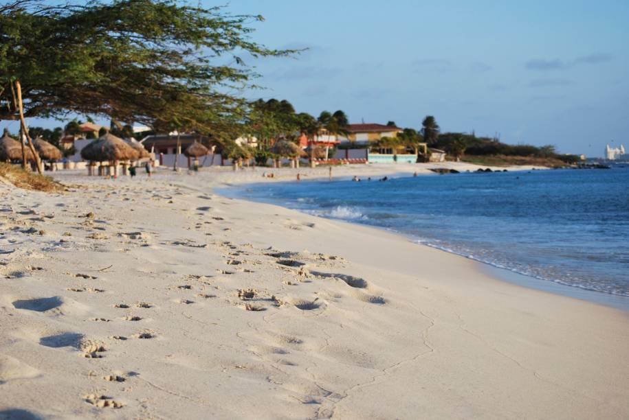 Arashi Beach, uma das melhores praias em Aruba para mergulhar com snorkel