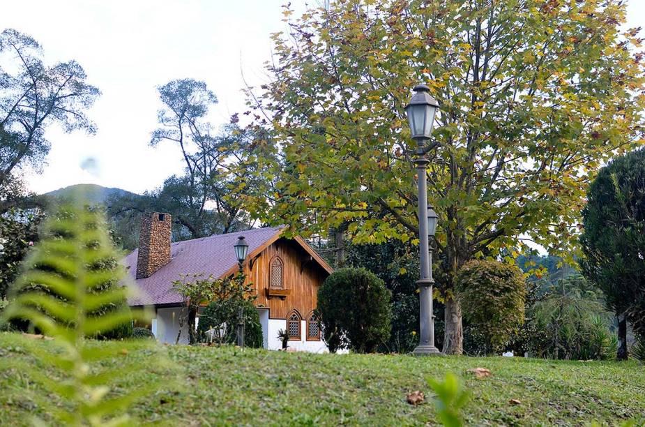 Inspirados na arquitetura alpina, os chalés de pousadas e lojas dão um charme a Monte Verde, um dos principais destinos de serra do país