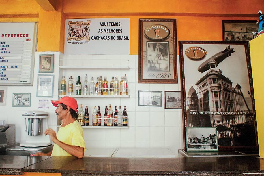 """<strong>11. AS GALERIAS</strong>        A lanchonete, de 1928, tem sua fama ligada ao """"maltado"""", bebida com malte de cacau, leite e sorvete de creme.<em>Rua da Guia, 183</em>"""
