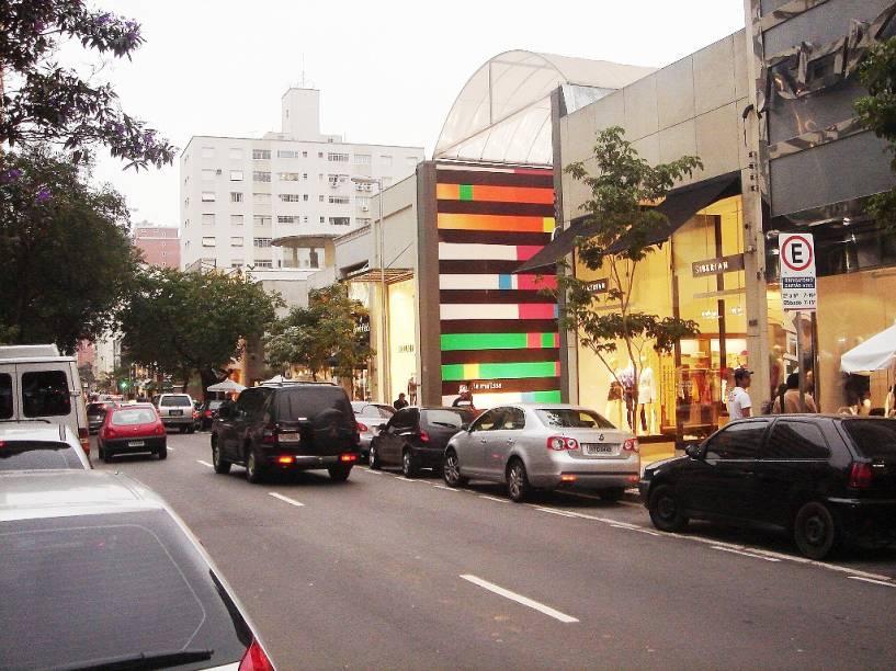 """Lojas-conceito fazem parte do cardápio modernoso da rua Oscar Freire, em <a href=""""http://viajeaqui.abril.com.br/cidades/br-sp-sao-paulo"""" rel=""""São Paulo (SP)"""" target=""""_blank"""">São Paulo (SP)</a>"""