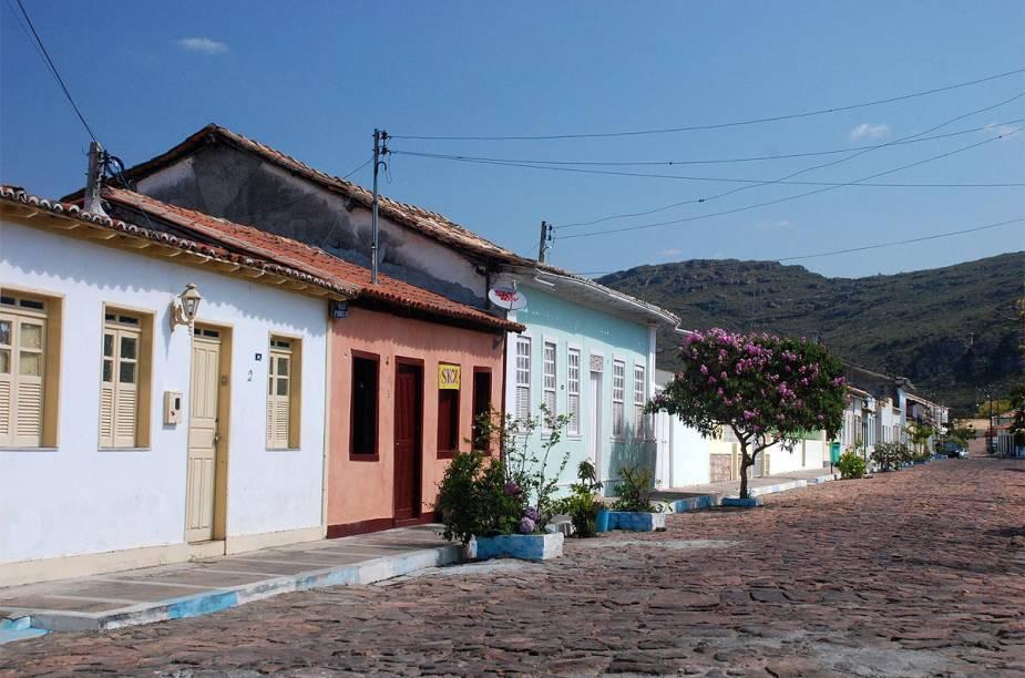 """<strong><a href=""""http://viajeaqui.abril.com.br/cidades/br-ba-mucuge"""" target=""""_self"""">Mucugê</a>, <a href=""""http://viajeaqui.abril.com.br/estados/br-bahia"""" target=""""_self"""">Bahia</a></strong> Fundada no final do século XVIII, a cidade é considerada uma das mais antigas da região da <a href=""""http://viajeaqui.abril.com.br/cidades/br-ba-chapada-diamantina"""" target=""""_self"""">Chapada Diamantina</a>, tendo sido um dos polos mais importantes da exploração do ouro e do diamante no país. Sua herança histórica está bem preservada nas casas e edifícios datados do período colonial, que são cercados por ruas de paralelepípedo. Um dos pontos fortes do turismo local são as famosas festas juninas, repletas de boas atrações <em><a href=""""http://www.booking.com/city/br/mucuge.pt-br.html?aid=332455&label=viagemabril-cidades-historicas-do-brasil"""" target=""""_blank"""">Veja preços de hotéis em Mucugê no Booking.com</a></em>"""