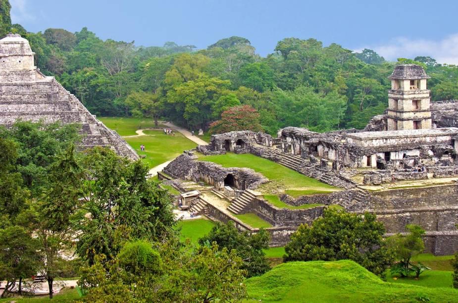 """<a href=""""http://advturismo.tur.br"""" rel=""""ADV TOUR"""" target=""""_blank""""><strong>ADV TOUR</strong></a><strong>O QUE ELA FAZ POR VOCÊ:</strong>É especialista em <a href=""""http://viajeaqui.abril.com.br/paises/mexico"""" rel=""""México """" target=""""_blank"""">México </a>e região.<strong>PACOTE:</strong>O caos encantador da <a href=""""http://viajeaqui.abril.com.br/cidades/mexico-cidade-do-mexico"""" rel=""""Cidade do México"""" target=""""_blank"""">Cidade do México</a> e o patrimônio histórico das cidadezinhas coloniais do país são explorados em 11 noites de hospedagem: duas na capital, em San Cristóbal e em Oaxaca e uma nas cidades de Veracruz, Catemaco, Palenque (foto), Campeche e Mérida. Guias em todos os passeios. Desde US$ 1 820."""