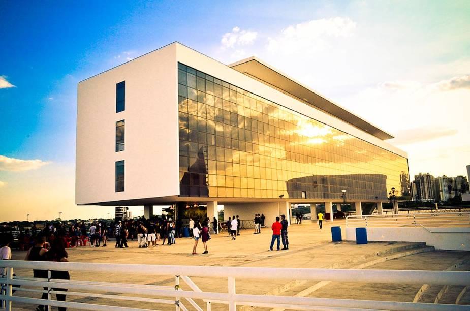 O Centro Cultural Oscar Niemeyer foi projetado pelo arquiteto e recebe eventos o ano todo