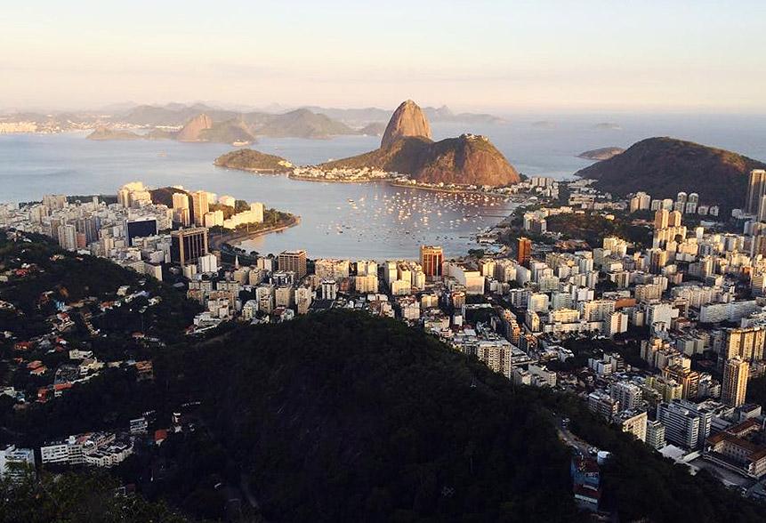 Carla Julio fotografou o Rio de Janeiro crepuscular a partir do Morro Dona Marta - belíssima vista!