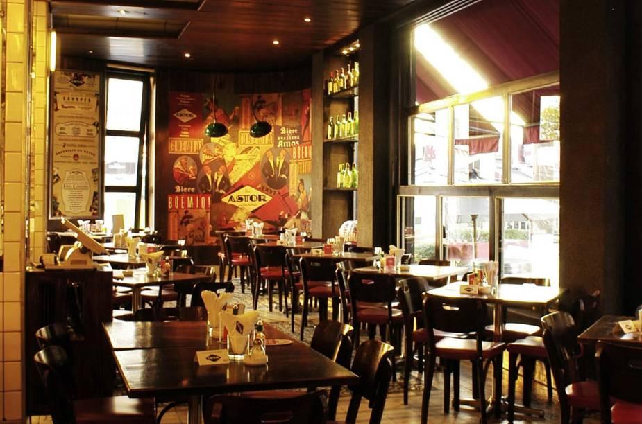"""<a href=""""http://viajeaqui.abril.com.br/estabelecimentos/br-sp-sao-paulo-restaurante-astor"""" rel=""""Astor, São Paulo: """" target=""""_blank""""><strong>Astor, São Paulo: </strong></a>            Com um disputado happy hour na região da Vila Madalena, o bom chope e os petiscos fazem a alegria dos clientes."""