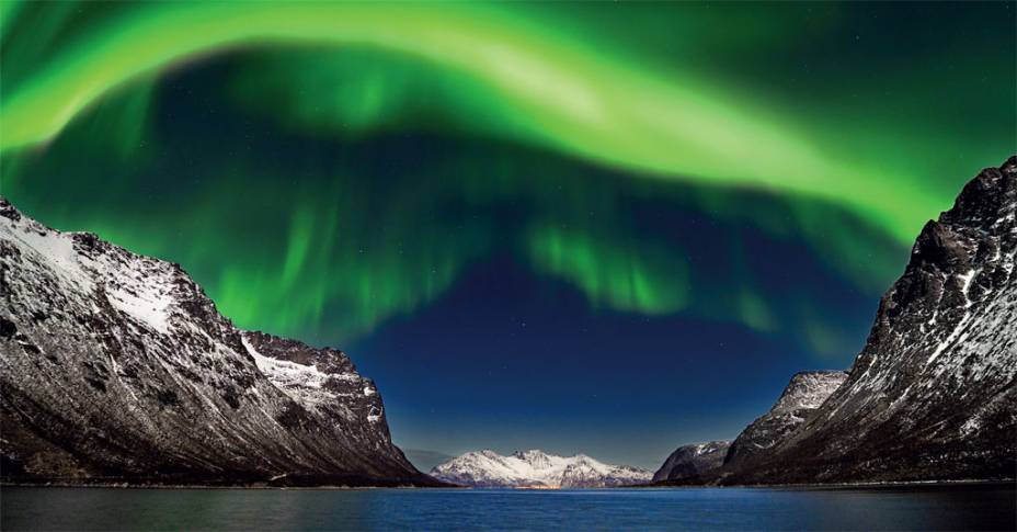Cores impossíveis da aurora boreal nos céus de Tromsø, na Noruega