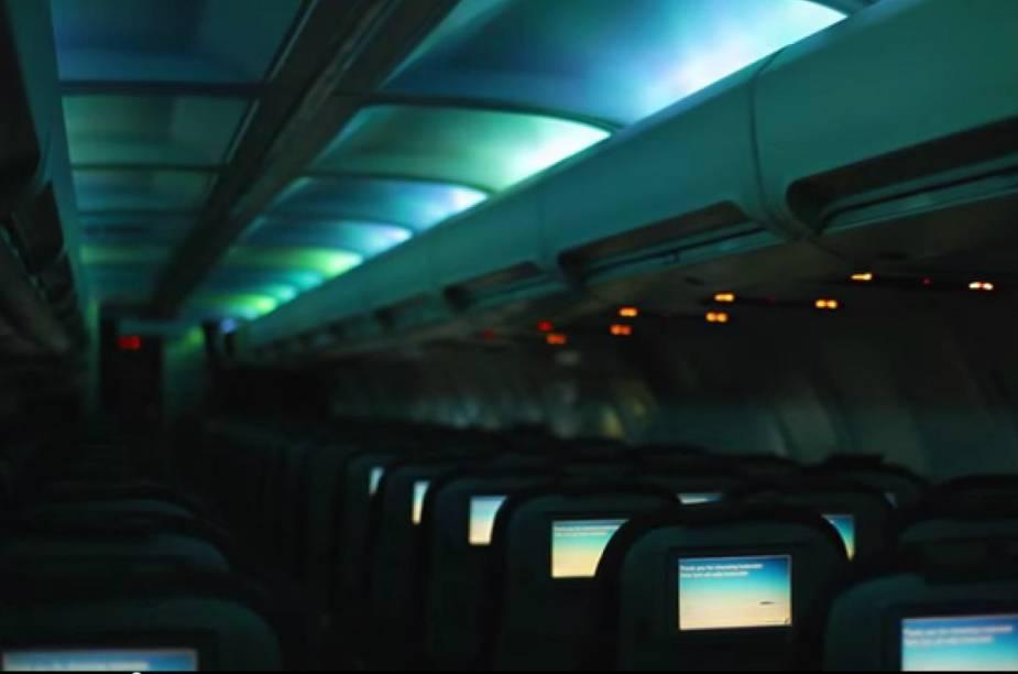 Interior da cabine do avião da Icelandair