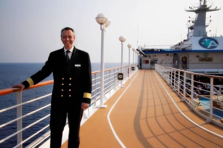 Convés do navio de cruzeiros Azamara Quest, da companhia Royal Caribbean International.