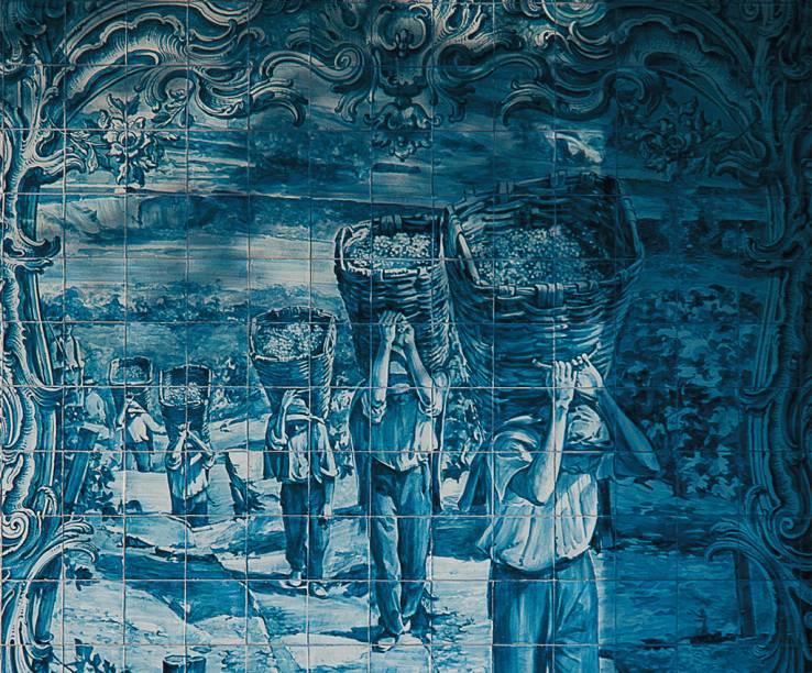 <strong>Painel de azulejos</strong> da estação de trem no Vale do Douro