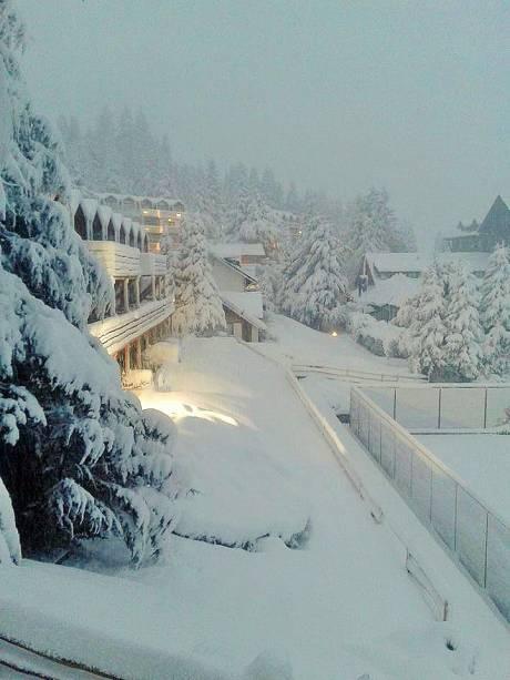 Além do esqui, turistas procuram Bariloche no inverno na esperança de ver de perto os belos campos nevados que marcam a paisagem da cidade durante a temporada