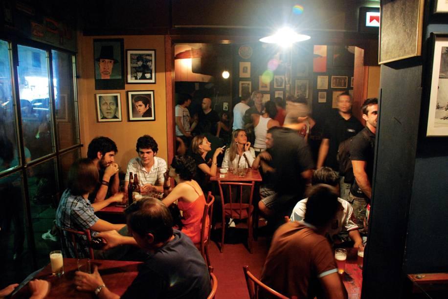 Dos botecos da Cidade Baixa aos charmosos bares de Moinhos de Vento, a noite porto-alegrense para solteiros é das mais agitadas. Duas boas pedidas são o Bier Market (51/3013-2300), com vasta carta de chope, e a Pink Elephant (51/3307-8778), que reforça o conceito de entretenimento de luxo da cidade. Quem prefere a mesa de bar também pode se dar bem: o sempre lotado Ossip (foto) (51/3224-2422) e o Mercatto DArte (51/3224-9441) são os melhores.