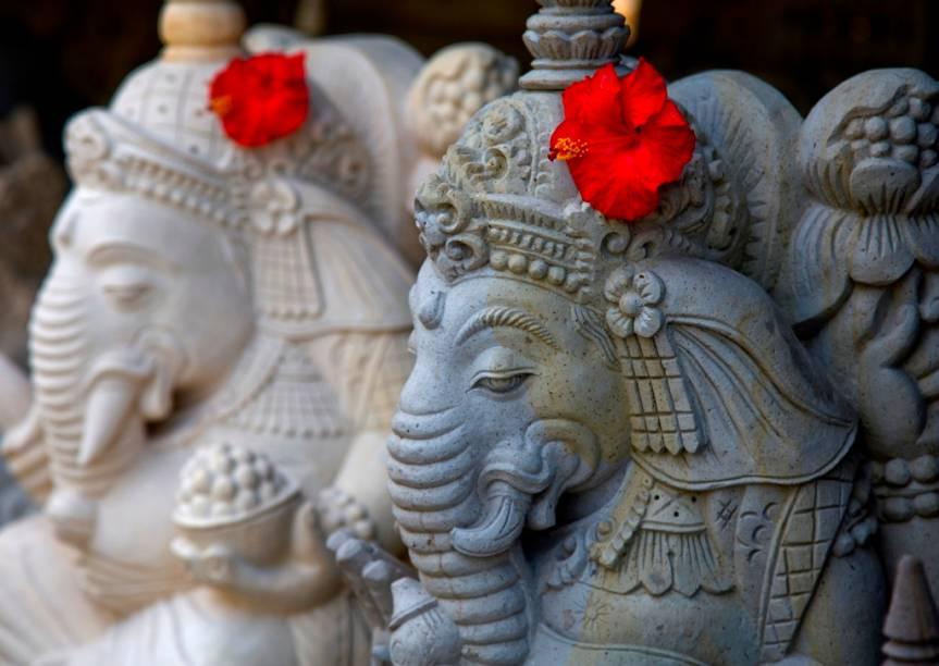 Mais populoso país islâmico do planeta, a Indonésia possui um forte elemento hindu em locais como Bali. Aqui, a maioria da população venera os deuses indianos, como Ganesh, patrono da sabedoria, artes e ciências