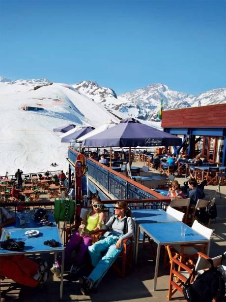 O bar Terrace, em Valle Nevado, onde português é língua franca