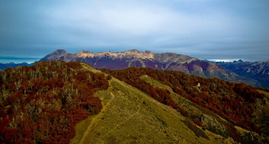 O Cerro Catedral é uma das grandes atrações de Bariloche, com estrutura para esportes de inverno, trilhas e quiosques de alimentação. As paisagens também ficam atraentes durante o outono