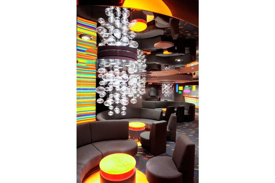 Bar do navio de cruzeiros Fantasia, da companhia MSC Cruzeiros.