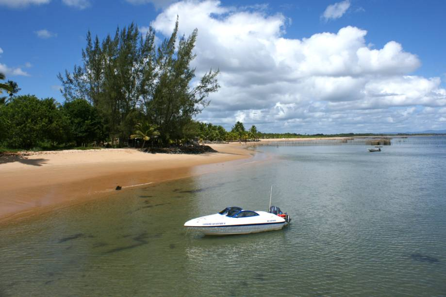 <strong>Barra Grande</strong><br />Na Praia de Barra Grande, com a maré baixa, formam-se piscinas naturais de água cristalina entre os recifes