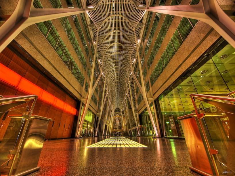 """<strong>Allen Lambert Galleria, Toronto, Canadá</strong>            O grande átrio no centro comercial e financeiro de <a href=""""http://viajeaqui.abril.com.br/cidades/canada-toronto"""" rel=""""Toronto """">Toronto </a>é um projeto do espanhol Santiago Calatrava, mais conhecido por suas pontes e o complexo de projetos culturais de <a href=""""http://viajeaqui.abril.com.br/cidades/espanha-valencia"""" rel=""""Valência"""">Valência</a>. Sua luminosidade e sensação de amplitude tornaram o local um dos passeios favoritos da maior metrópole canadense"""