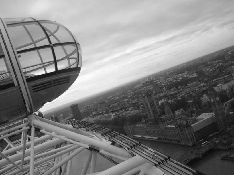"<a href=""http://viajeaqui.abril.com.br/estabelecimentos/reino-unido-londres-atracao-london-eye"" rel=""London Eye"" target=""_self"">London Eye</a>, famosa roda gigante de <a href=""http://viajeaqui.abril.com.br/cidades/reino-unido-londres"" rel=""Londres"" target=""_self"">Londres</a>, <a href=""http://viajeaqui.abril.com.br/paises/reino-unido"" rel=""Reino Unido"" target=""_blank"">Reino Unido</a>, avistando mil maravilhas"