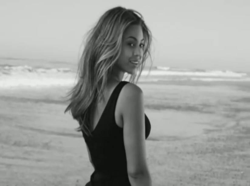 """<strong>12. <a href=""""http://www.youtube.com/watch?v=JXmUYdOVJtc"""" rel=""""Beyoncé – Broken-Hearted Girl"""" target=""""_blank"""">Beyoncé – Broken-Hearted Girl</a> - Praia de Malibu, Califórnia, <a href=""""http://viajeaqui.abril.com.br/paises/estados-unidos"""" rel=""""Estados Unidos"""" target=""""_self"""">Estados Unidos</a> </strong>Suspiros por Queen B. Se tivéssemos que definir artistas que dominam a indústria atualmente, ela certamente estaria no topo da lista. O single em questão faz parte do álbum arrebatador I Am... Sasha Fierce (aquele das Single Ladies), que ganhou diversos prêmios e foi aclamado pela crítica e pelo público. <strong><a href=""""http://www.youtube.com/watch?v=JXmUYdOVJtc"""" rel=""""Assista aqui"""" target=""""_blank"""">Assista aqui</a></strong><em><a href=""""http://www.booking.com/city/us/malibu-beach.pt-br.html?sid=efe6c9de408bb8d78e20e017e616e9f8;dcid=1?aid=332455&label=viagemabril-locacoes-de-videoclipes"""" rel=""""Veja preços de hotéis em Malibu no Booking.com"""" target=""""_blank"""">Veja preços de hotéis em Malibu no Booking.com</a></em>"""