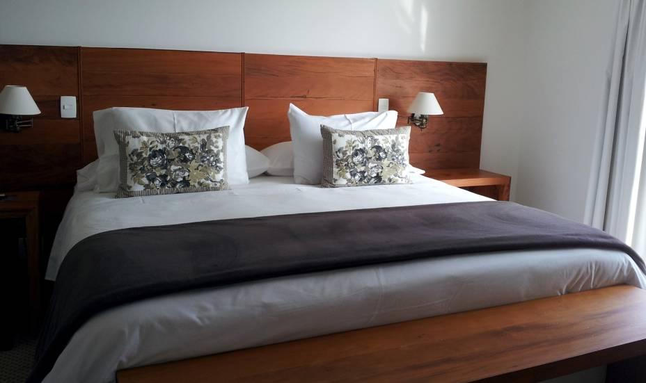 """<strong>5. <a href=""""http://viajeaqui.abril.com.br/estabelecimentos/br-sp-campos-do-jordao-hospedagem-l-a-h-hostellerie/"""" rel=""""L.A.H Hostellerie"""" target=""""_blank"""">L.A.H Hostellerie</a></strong>    Todos os quartos são equipados com camas king-size, cafeteria italiana, secador de cabelo, frigobar, TV a cabo e DVD    <a href=""""http://www.booking.com/hotel/br/l-a-h-hostellerie.pt-br.html?aid=332455&label=viagemabril-camposdojordao"""" rel=""""Faça sua reserva no L.A.H Hostellerie pelo Booking.com"""" target=""""_blank"""">Faça sua reserva no L.A.H Hostellerie pelo Booking.com</a>"""