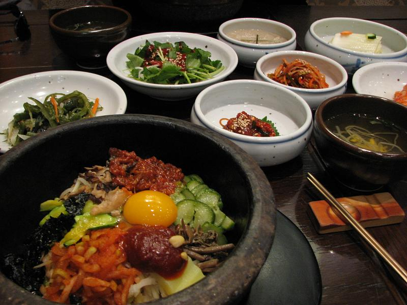 O bibimbap é um dos pratos mais tradicionais da Coreia do Sul