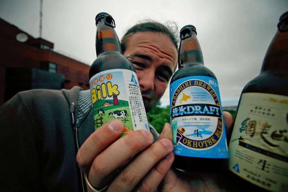 """A <strong>Bilk</strong> (o nome vem da junção beer e milk) é feita com um terço da bebida láctea. Foi inventada pela Abshiri Beer, uma pequena cervejaria no norte do <a href=""""http://viajeaqui.abril.com.br/paises/japao"""" rel=""""Japão"""" target=""""_blank"""">Japão</a>, para usar o excedente de leite da família de proprietários. Tem teor alcoólico de 5%"""