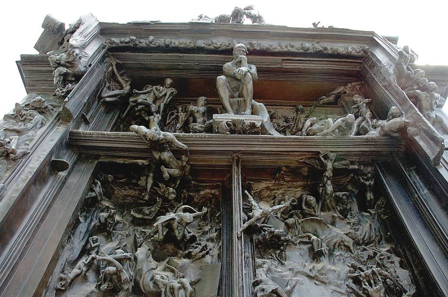 <em>As Portas do Inferno</em>, obra-prima de Auguste Rodin, em seu museu em Paris