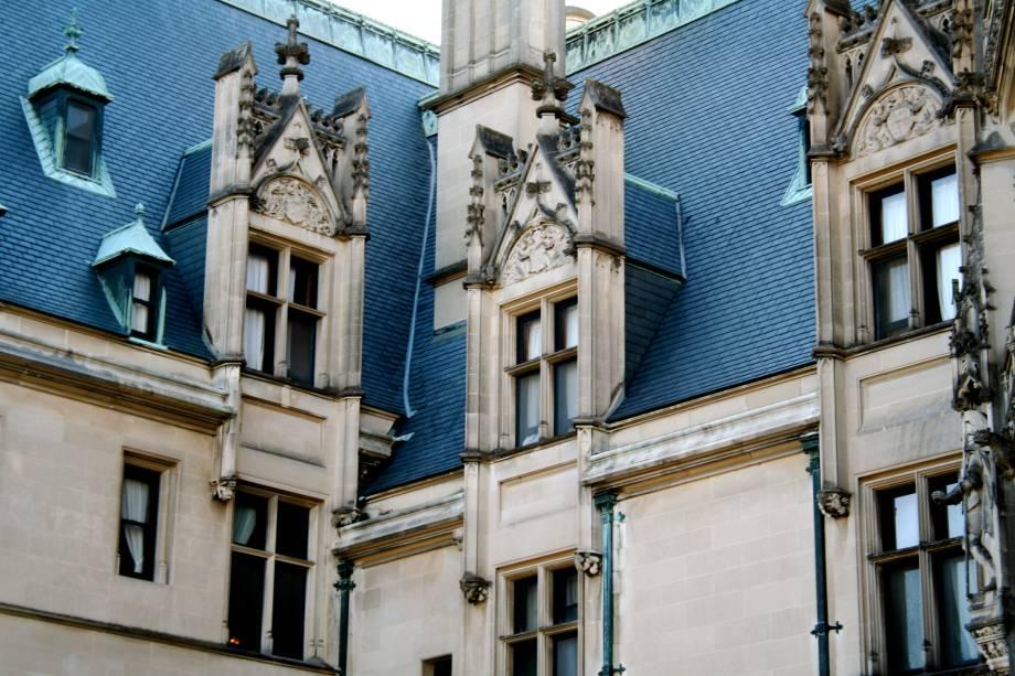 """<strong>Biltmore Estate, Asheville, <a href=""""http://viajeaqui.abril.com.br/paises/estados-unidos"""" rel=""""Estados Unidos"""" target=""""_blank"""">Estados Unidos</a></strong>                            É uma casa, mas poderia ser um castelo. A maior habitação privada da terra do Tio Sam foi construída no final do século 19, no estilo renascentista francês, e suas belíssimas janelas triangulares foram esculpidas com rosetas e trefoils"""