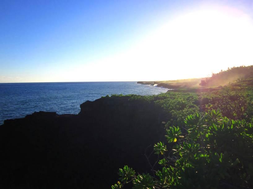 """<strong>5. <a href=""""https://www.youtube.com/watch?v=5D3Nl1GZzuw"""" rel=""""Chris Isaak – Wicked Game"""" target=""""_blank"""">Chris Isaak – Wicked Game</a> - Big Islands Puna, Hawaí, <a href=""""http://viajeaqui.abril.com.br/paises/estados-unidos"""" rel=""""Estados Unidos"""" target=""""_self"""">Estados Unidos</a></strong>                        Na ocasião em que o videoclipe foi filmado, a lava do vulcão Kilauea estava sendo despejada em uma parte do mar da ilha. Um jornalista perguntou para o cantor o que deu mais adrenalina: a proximidade do fenômeno ou o clima com a modelo. O moço acabou desconversando. Hum..."""