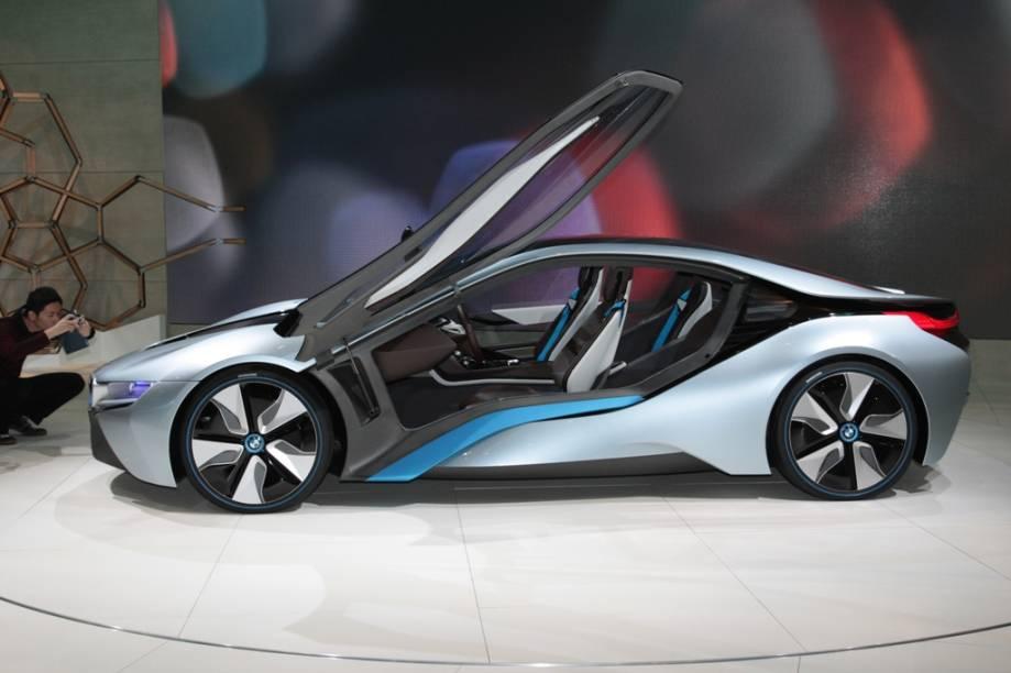 A BMW também aposta suas fichas em tecnologias híbridas com o i8 Concept, seu protótipo que combina motor interno a combustão e sistema plug-in