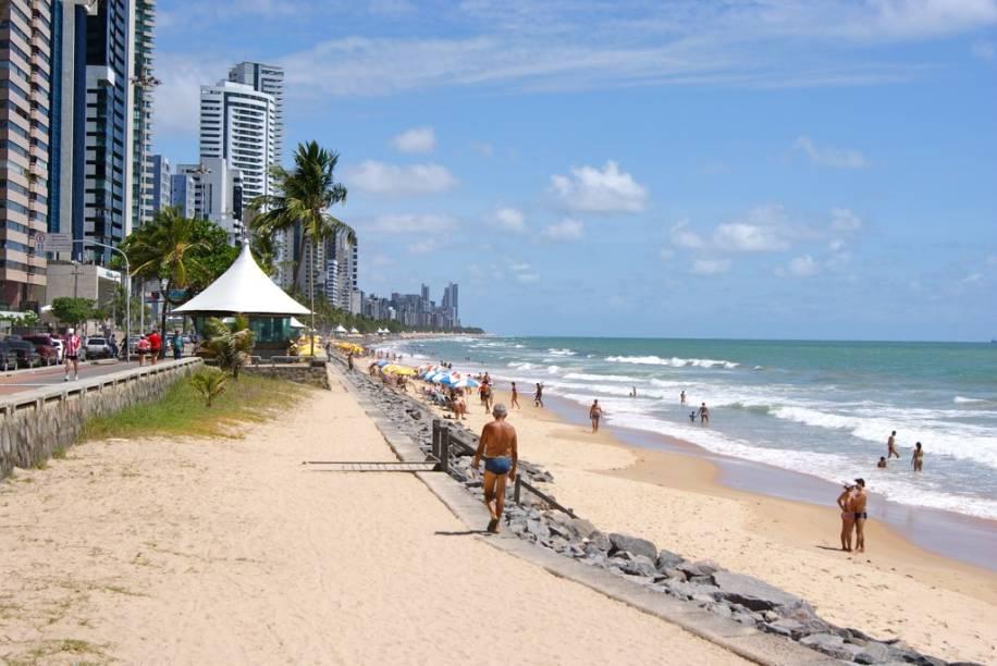"""A <a href=""""http://viajeaqui.abril.com.br/estabelecimentos/br-pe-recife-atracao-praia-boa-viagem"""" rel=""""praia de Boa Viagem"""" target=""""_blank"""">praia de Boa Viagem</a>, em <a href=""""http://viajeaqui.abril.com.br/cidades/br-pe-recife"""" rel=""""Recife"""" target=""""_blank"""">Recife</a>, é uma das mais frequentadas da orla urbana da capital pernambucana"""