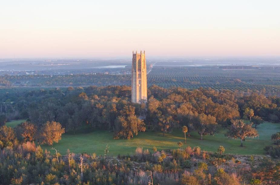 <strong>Bok Tower Gardens</strong>                                                                    Entre as cidades de Tampa e Orlando, o enorme jardim guardado por uma imponente torre fica no ponto mais alto do estado da Flórida