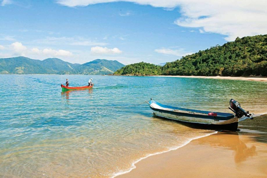 Uma vilinha de pescadores guarda a <strong>Praia do Bonete</strong>,este tesouro do litoral paulista, com mar azul e mata preservada