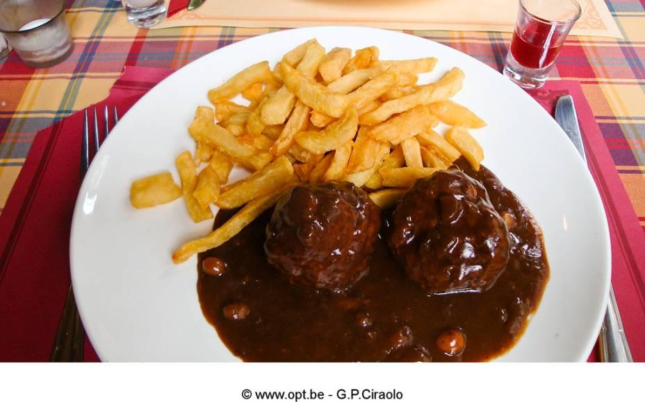 A <em>boulets à la Liégeoise </em>é um prato típico da região de Liége e uma instituição gastronômica belga. As delicadas almôndegas vêm num rico molho e normalmente são servidas com batatas fritas e salada