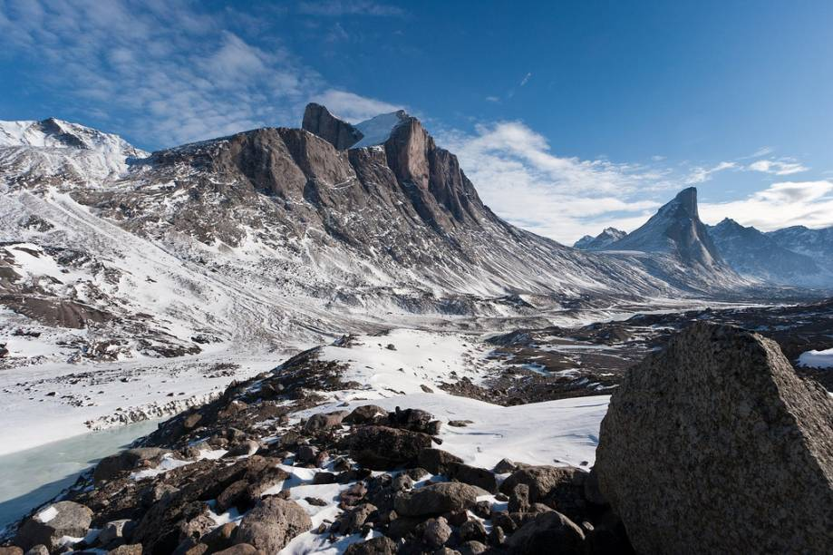 """Montes Breidblik e Thor, na ilha de Baffin, no norte do <a href=""""http://viajeaqui.abril.com.br/paises/canada"""" rel=""""Canadá"""" target=""""_blank"""">Canadá</a>. A ilha não aparece no tabuleiro, mas ficaria mais ou menos no """"território"""" de Mackenzie"""