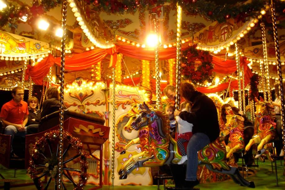 """<strong>2. Bremen</strong>Um dos mais românticos mercados de Natal da Alemanha fica às margens do rio Wesser e tem 170 bancas iluminadas. Os parques de diversões agitam os mercados de Natal<a href=""""http://www.booking.com/city/de/bremen.pt-br.html?aid=332455&label=viagemabril-natalalemanha"""" rel=""""Veja hotéis em Bremen no booking.com"""" target=""""_blank""""><em>Veja hotéis em Bremen no Booking.com</em></a>"""