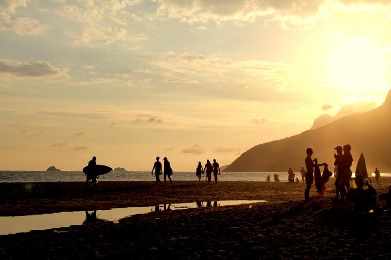 Pôr do sol na praia de Ipanema, Rio de Janeiro.