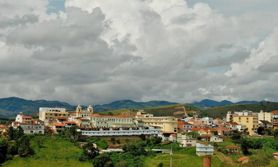 """<strong><a href=""""http://viajeaqui.abril.com.br/cidades/br-sp-cunha"""" rel=""""11. Cunha (SP)"""" target=""""_self"""">11. Cunha (SP)</a></strong>                                Considerada a cidade da cerâmica, a economia de Cunha é voltada para o comércio de peças bem produzidas e de ótimo acabamento, com influências indígenas"""