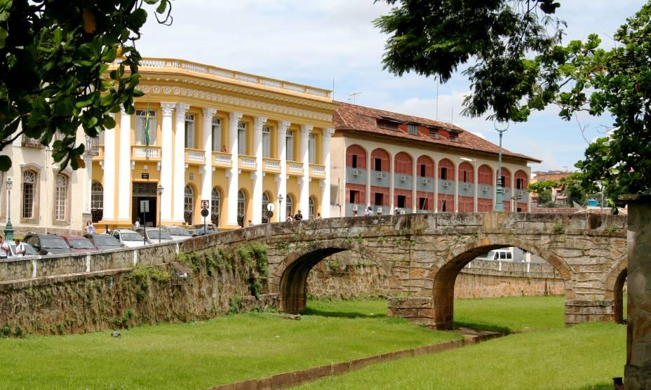 """<strong><a href=""""http://viajeaqui.abril.com.br/cidades/br-mg-sao-joao-del-rei"""" rel=""""16. São João Del Rei (MG)"""" target=""""_self"""">16. São João Del Rei (MG)</a></strong>                        A cidade faz parte do sagrado Ciclo do Ouro mineiro, que inclui ainda as históricas<a href=""""http://viajeaqui.abril.com.br/cidades/br-mg-mariana"""" rel=""""Mariana"""" target=""""_self"""">Mariana</a>, <a href=""""http://viajeaqui.abril.com.br/cidades/br-mg-ouro-preto"""" rel=""""Ouro Preto"""" target=""""_self"""">Ouro Preto</a> e <a href=""""http://viajeaqui.abril.com.br/cidades/br-mg-tiradentes"""" rel=""""Tiradentes"""" target=""""_self"""">Tiradentes</a>"""