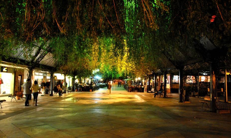 """<strong><a href=""""http://viajeaqui.abril.com.br/estabelecimentos/br-rs-gramado-atracao-rua-coberta"""" rel=""""1. Rua Coberta"""" target=""""_self"""">1. Rua Coberta</a></strong>            Protegida por um telhado de vidro, reúne bares, restaurantes e lojinhas em uma área charmosa com menos de 100 m de comprimento."""
