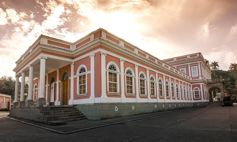 """<strong><a href=""""http://viajeaqui.abril.com.br/cidades/br-rj-petropolis"""" rel=""""9. Petrópolis (RJ)"""" target=""""_self"""">9. Petrópolis (RJ)</a></strong>    O <strong><a href=""""http://viajeaqui.abril.com.br/estabelecimentos/br-rj-petropolis-atracao-museu-imperial"""" rel=""""Museu Imperial"""" target=""""_self"""">Museu Imperial</a></strong>(foto), antigo refúgio de verão do Imperador, é uma verdadeira aula de história, com salões e objetos de época bem conservados"""